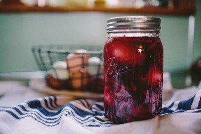 Marmeladendose kaufen und die Tischgestaltung optimieren