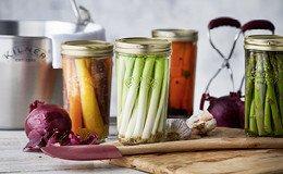 Einmachgläser und Zubehör zum Konservieren von Marmeladen, Chutney & Co.