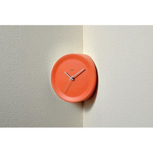 Eckenuhr 21 cm orange Ora in Alessi