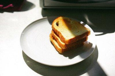 Brotteller kaufen und zum Frühstück sowie Abendessen stilvoll speisen