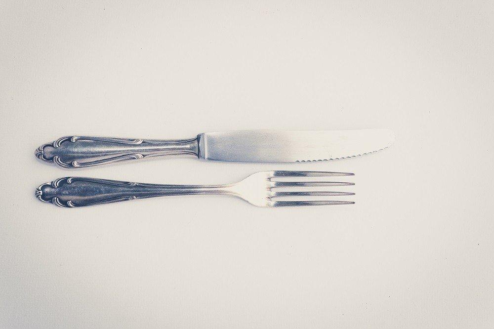Besteckset aus Messer und Gabel