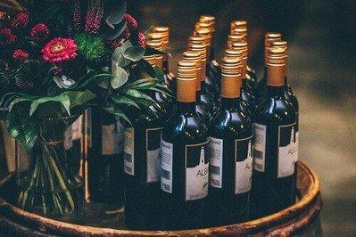 Dank Flaschenverschluss angebrochene Weinflasche verschließen