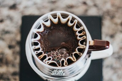 Mit Kaffeefiltern aus Porzellan den Filterkaffee selbst aufbrühen